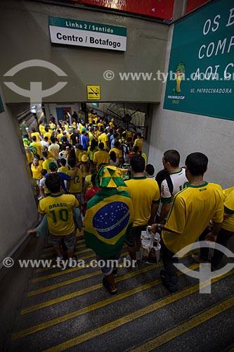 Torcedores na estação de metrô após o jogo entre Brasil x Espanha pela final da Copa das Confederações no Maracanã  - Rio de Janeiro - Rio de Janeiro - Brasil