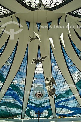 Assunto: Escultura de anjo no interior da Catedral Metropolitana de Nossa Senhora Aparecida (1958) - também conhecida como Catedral de Brasília / Local: Brasília - Distrito Federal (DF) - Brasil / Data: 04/2010