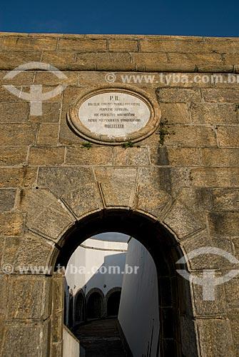 Placa com a marca do imperador Dom Pedro II na entrada do Forte São José na Fortaleza de São João  - Rio de Janeiro - Rio de Janeiro - Brasil