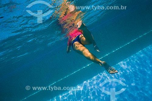 Assunto: Mulher nadando na piscina do Fluminense Football Club / Local: Laranjeiras - Rio de Janeiro (RJ) - Brasil / Data: 2005