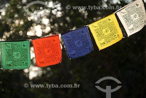 Assunto: Bandeiras com orações durante retiro budista de aprofundamento da meditação / Local: Distrito de Araras - Petrópolis - Rio de Janeiro (RJ) - Brasil / Data: 05/2009