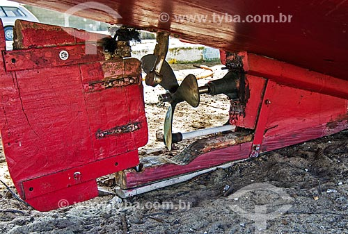 Assunto: Hélice e casco de barco pesqueiro na praia de Farol de São Thomé / Local: Farol de São Thomé -  Campos dos Goytacazes - Rio de Janeiro (RJ) - Brasil / Data: 06/2013