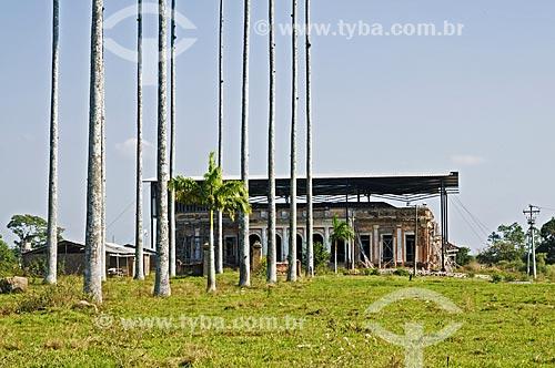 Solar de Mandiquera (1875) que foi residência de Bento Carneiro da Silva, o Conde de Araruama - recentemente o solar recebeu um telhado provisório visando à preservação do prédio enquanto o projeto de restauração aguarda aprovação  - Quissamã - Rio de Janeiro - Brasil
