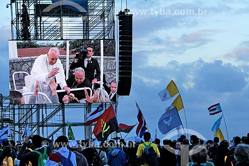 Assunto: Imagem do Papa Francisco em telão na Praia de Copacabana durante a Jornada Mundial da Juventude / Local: Copacabana - Rio de Janeiro (RJ) - Brasil / Data: 07/2013
