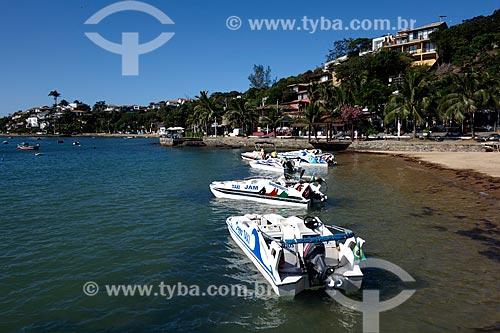 Assunto: Táxis Marítimo na Praia da Armação com a Orla Bardot ao fundo / Local: Armação dos Búzios - Rio de Janeiro (RJ) - Brasil / Data: 05/2013