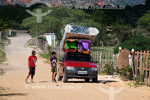 Carro de vendedor ambulante na comunidade ou aldeia Caldeirão da etnia Kapinawá no Parque Nacional do Catimbau - Imagem licenciada -  ACRÉSCIMO DE 100% SOBRE O VALOR DE TABELA  - Buíque - Pernambuco - Brasil