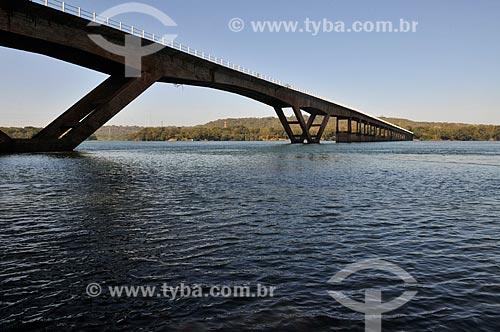 Assunto: Ponte Água Vermelha sobre o Rio Grande - divisa entre São Paulo e Minas Gerais entre os municípios de Ouroeste (SP) e Iturama (MG) / Local: Ouroeste - São Paulo (SP) - Brasil / Data: 07/2013