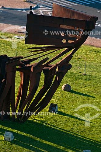 Assunto: Detalhe dos Monumento aos Açorianos (1974) / Local: Porto Alegre - Rio Grande do Sul (RS) - Brasil / Data: 07/2013