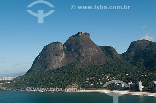 Assunto: Vista da Pedra da Gávea com o Elevado do Joá - também conhecido como Elevado das Bandeiras / Local: Joá - Rio de Janeiro (RJ) - Brasil / Data: 08/2012