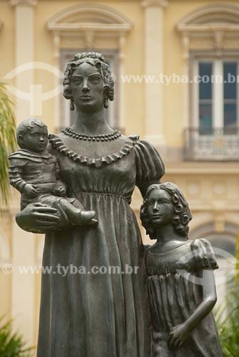 Estátua de Dona Leopoldina de Bragança e Bourbon  - Princesa do Brasil - (1997) - estátua de Dona Leopoldina e seus filhos Dona Maria da Glória, que viria a ser rainha de Portugal e Dom Pedro II no colo  - Rio de Janeiro - Rio de Janeiro - Brasil