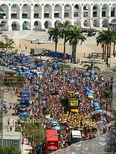 Assunto: Desfile do bloco de carnaval de rua Quizomba com os Arcos da Lapa (1750) ao fundo / Local: Lapa - Rio de Janeiro (RJ) - Brasil / Data: 02/2012