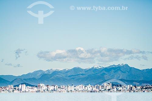 Assunto: Serra do Tabuleiro com neve vista da Praia de Santo Antonio de Lisboa / Local: Florianópolis - Santa Catarina (SC) - Brasil / Data: 07/2013