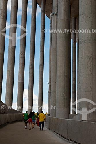 Assunto: Torcedores na rampa de acesso ao Estádio Nacional de Brasília Mané Garrincha (1974) antes do jogo entre Brasil x Japão - pela abertura da Copa das Confederações / Local: Brasília - Distrito Federal (DF) - Brasil / Data: 06/2013