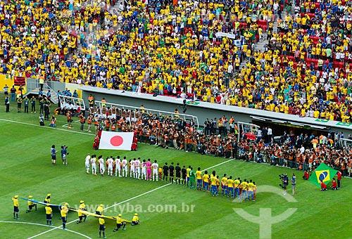 Jogadores perfilados para execução dos hinos nacionais o jogo entre Brasil x Japão - pela abertura da Copa das Confederações - no Estádio Nacional de Brasília Mané Garrincha (1974)  - Brasília - Distrito Federal - Brasil