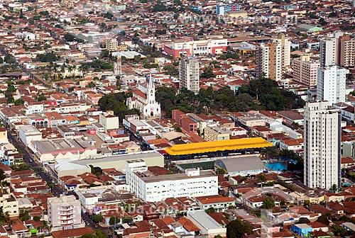 Assunto: Vista aérea da Catedral de Nossa Senhora Aparecida, Praça vinte e um de Abril e do Terminal Urbano de Sertãozinho / Local: Sertãozinho - São Paulo (SP) - Brasil / Data: 05/2013
