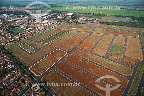 Assunto: Loteamento na zona oeste com o Parque Ecológico e de Lazer Gustavo Simione ao fundo / Local: Sertãozinho - São Paulo (SP) - Brasil / Data: 05/2013