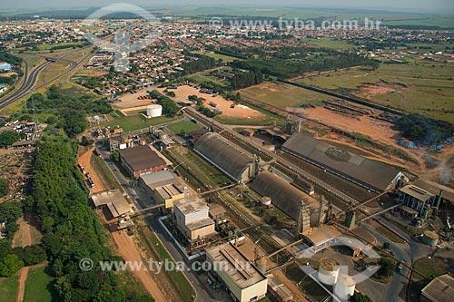 Assunto: Armazém da Cargill às margens da Rodovia Armando de Salles Oliveira (SP-322) / Local: Bebedouro - São Paulo (SP) - Brasil / Data: 05/2013