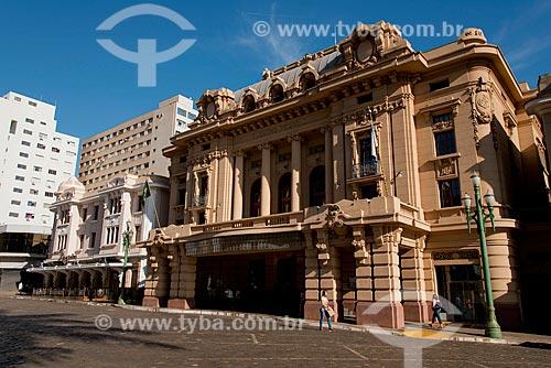 Assunto: Teatro Pedro II (1930) com o Edifício Meira Júnior - onde funciona o Choperia Pinguim - ao fundo / Local: Ribeirão Preto - São Paulo (SP) - Brasil / Data: 05/2013