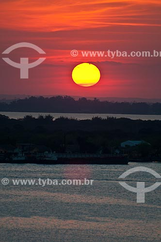 Assunto: Pôr do sol no Lago Guaíba / Local: Porto Alegre - Rio Grande do Sul (RS) - Brasil / Data: 09/2013