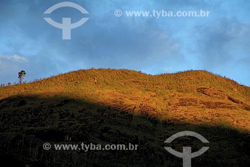 Assunto: Pôr do sol próximo à Rodovia Washington Luís / Local: Distrito de Itaipava - Petrópolis - Rio de Janeiro (RJ) - Brasil / Data: 08/2013
