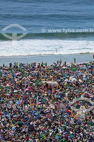 Assunto: Peregrinos tomando banho na Praia de Copacabana durante a Jornada Mundial da Juventude (JMJ) / Local: Copacabana - Rio de Janeiro (RJ) - Brasil / Data: 07/2013
