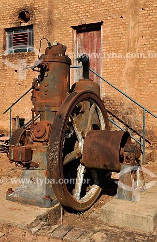 Assunto: Antigo Motor movido à óleo diesel para funcionamento de máquina de beneficiar café  / Local: Tabapuã - São Paulo (SP) - Brasil / Data: 08/2013