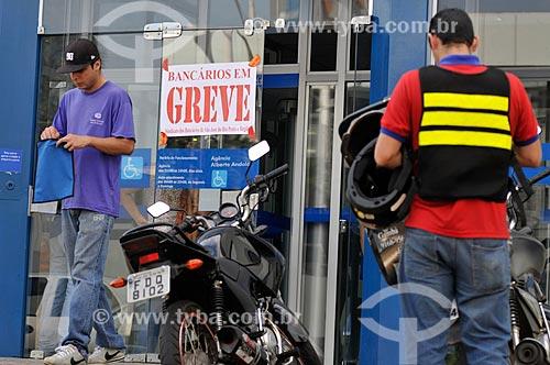 Assunto: Agência da Caixa Econômica Federal com cartazes com os dizeres Bancários em Greve / Local: São José do Rio Preto - São Paulo (SP) - Brasil / Data: 09/2013