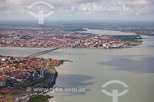 Assunto: Vista aérea de São Luis mostrando o bairro de São Francisco, a ponte José Sarney sobre o Rio Anil e o centro histórico ao fundo / Local: São Luis - Maranhão (MA) - Brasil / Data: 06/2013
