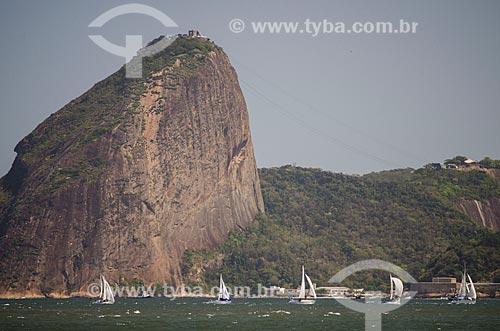 Assunto: Barcos a vela na Baía de Guanabara com Pão de Açúcar ao fundo / Local: Rio de Janeiro (RJ) - Brasil / Data: 09/2013
