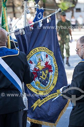 Estandarte da Grande Loja Maçônica do Estado do Rio de Janeiro - fundada em 22 de junho de 1927 - no desfile em comemoração ao Sete de Setembro na Avenida Presidente Vargas  - Rio de Janeiro - Rio de Janeiro - Brasil