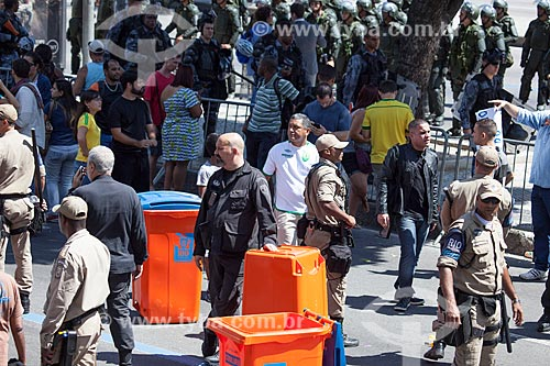Área bloqueada pela Guarda Municipal com a presença do Esquadrão Anti-bombas da Polícia Civil devido a suspeita de bomba durante o desfile em comemoração ao Sete de Setembro na Avenida Presidente Vargas  - Rio de Janeiro - Rio de Janeiro - Brasil