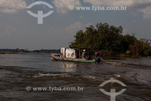 Assunto: Barco na Volta Grande do Xingu - parte do local que será inundado após a construção da Usina Hidrelétrica de Belo Monte / Local: Altamira - Pará (PA) - Brasil / Data: 11/2012