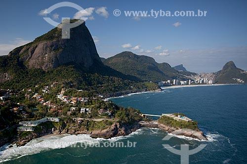 Assunto: Foto aérea do Costa Brava Clube (1962) com a Pedra da Gávea / Local: Joá - Rio de Janeiro (RJ) - Brasil / Data: 04/2011