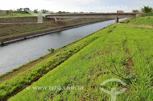 Assunto: Canal Deoclécio Bispo dos Santos - Canal que faz a ligação do Rio Tietê e Rio Paraná e é utilizado pelas embarcações no transporte fluvial  / Local: Pereira Barreto - São Paulo (SP) - Brasil / Data: 10/2013