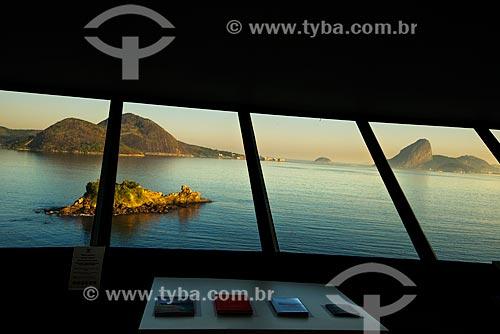 Assunto: Interior do Museu de Arte Contemporânea de Niterói (1996) com o Pão de Açúcar ao fundo / Local: Boa Viagem - Niterói - Rio de Janeiro (RJ) - Brasil / Data: 02/2012
