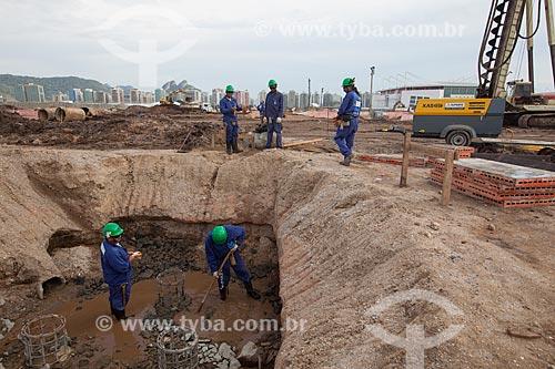 Assunto: Operários trabalhando nas obras de fundação do Parque Olímpico Rio 2016 - antigo Autódromo Internacional Nelson Piquet - Autódromo de Jacarepaguá / Local: Barra da Tijuca - Rio de Janeiro (RJ) - Brasil / Data: 10/2013