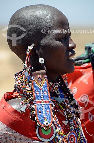 Assunto: Detalhe de mulher da tribo Masai - onde é costume raspar a cabeça - no Parque Nacional de Amboseli / Local: Vale do Rift - Quênia - África / Data: 09/2012