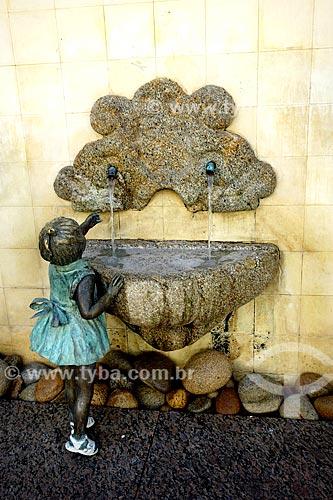 Assunto: Escultura Menina na Fonte de Christina Motta / Local: Armação dos Búzios - Rio de Janeiro (RJ) - Brasil / Data: 05/2013