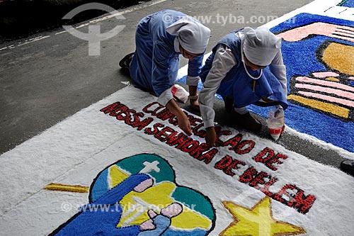 Assunto: Freiras montando tapete para a procissão de Corpus Christi na Avenida Chile / Local: Centro - Rio de Janeiro (RJ) - Brasil / Data: 05/2013
