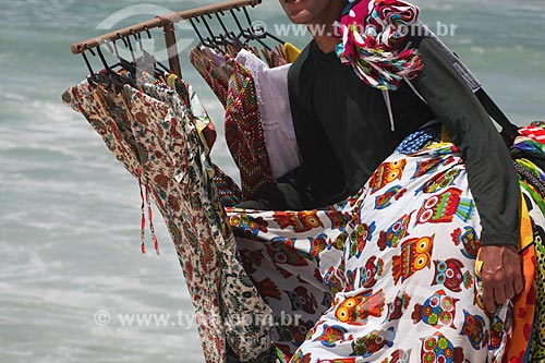 Assunto: Vendedor ambulante na Praia da Barra da Tijuca / Local: Barra da Tijuca - Rio de Janeiro (RJ) - Brasil / Data: 11/2013