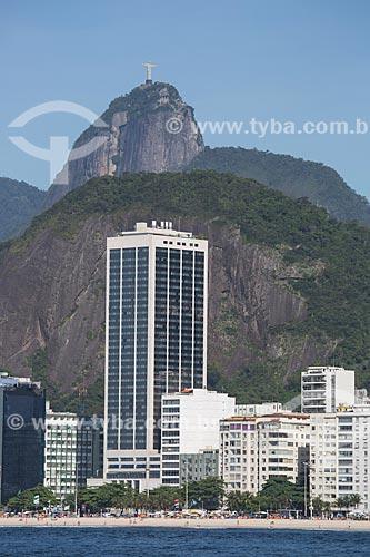Assunto: Antigo Hotel Le Meridien - atual Hotel Windsor Atlântica com o Cristo Redentor (1931) ao fundo / Local: Leme - Rio de Janeiro (RJ) - Brasil / Data: 11/2013