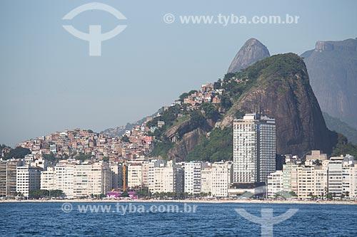 Assunto: Prédios na Praia de Copacabana com as favelas do Cantagalo - à esquerda - e Pavão Pavãozinho - à direita / Local: Copacabana - Rio de Janeiro (RJ) - Brasil / Data: 11/2013