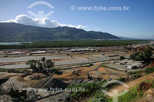 Pátio de estocagem de minério do Porto Sudeste - empreendimento da MMX, Grupo EBX do empresário Eike Batista  - Itaguaí - Rio de Janeiro - Brasil