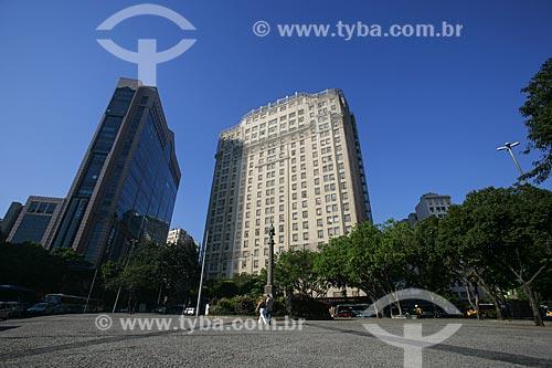 Vista do Centro Empresarial RB1 localizado na Avenida Rio Branco n°1 à esquerda e Antigo prédio do Jornal A Noite à sua direita  - Rio de Janeiro - Rio de Janeiro - Brasil