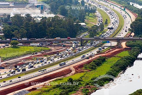 Assunto: Vista aérea da construção de via marginal na Rodovia Ayrton Senna próximo à Guarulhos / Local: São Paulo (SP) - Brasil / Data: 10/2013