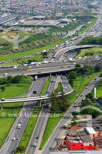 Assunto: Vista aérea da Rodovia Presidente Dutra na confluência com a Rodovia Fernão Dias / Local: São Paulo (SP) - Brasil / Data: 10/2013