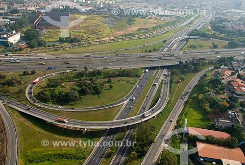 Assunto: Vista aérea da Rodovia Presidente Dutra na confluência com a Rodovia Fernão Dias  / Local: São Paulo (SP) - Brasil / Data: 05/2013