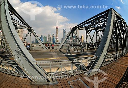 Assunto: Vista do Distrito de Pudong - Destaque para Torre de Televisão Pérola Oriental ao fundo / Local: Xangai - China - Ásia / Data: 04/2013