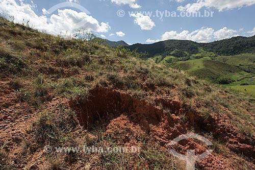 Assunto: Morro com Voçoroca - ou Vossoroca - na Serra da Bocaina / Local: Bananal - São Paulo (SP) - Brasil / Data: 11/2013