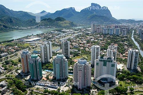 Assunto: Foto aérea do Hotel Transamérica Barra e do Condomínio Residencial Mediterrâneo com a Pedra da Gávea ao fundo / Local: Barra da Tijuca - Rio de Janeiro (RJ) - Brasil / Data: 11/2013